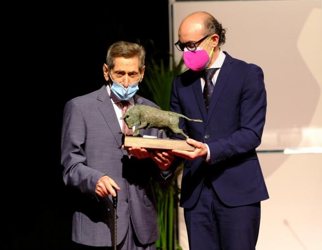Honores al maestro Andrés Vázquez