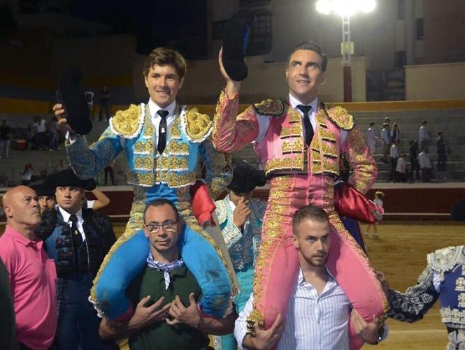 Leal y Chacón, a hombros con serios 'mayaldes'