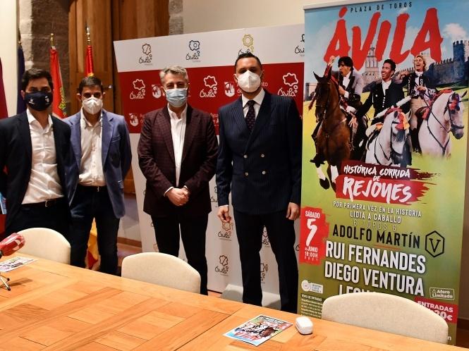 Ávila anuncia rejones con toros de Adolfo Martín