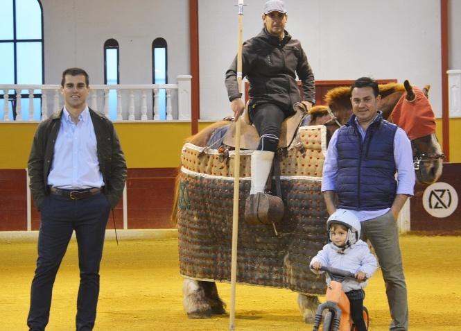 Casi 2.000 personas siguen el tentadero de Rubén Pinar