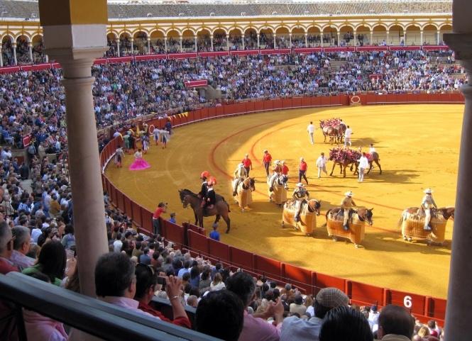 El abono de Sevilla, repleto de figuras, se olvida de Ureña