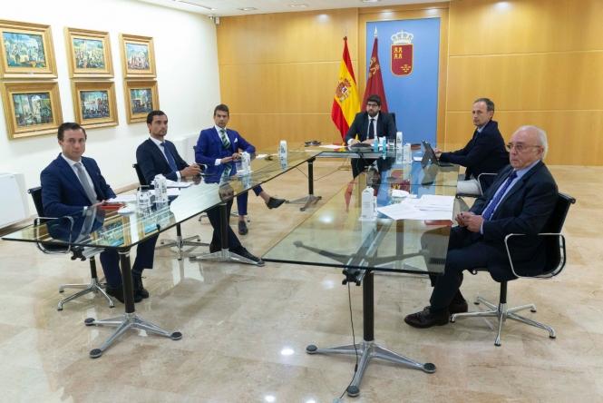 El sector taurino se reúne con el presidente de Murcia