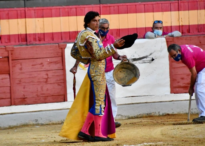 Juan Ortega esculpe un monumento a la pureza