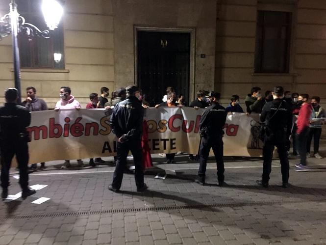 Los taurinos reciben a Uribes con abucheos y gritos