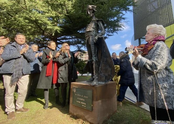 Burgos inaugura la escultura homenaje a Rafael Pedrosa