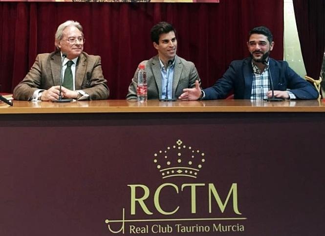 Rubén Pinar, protagonista en el Club Taurino de Murcia
