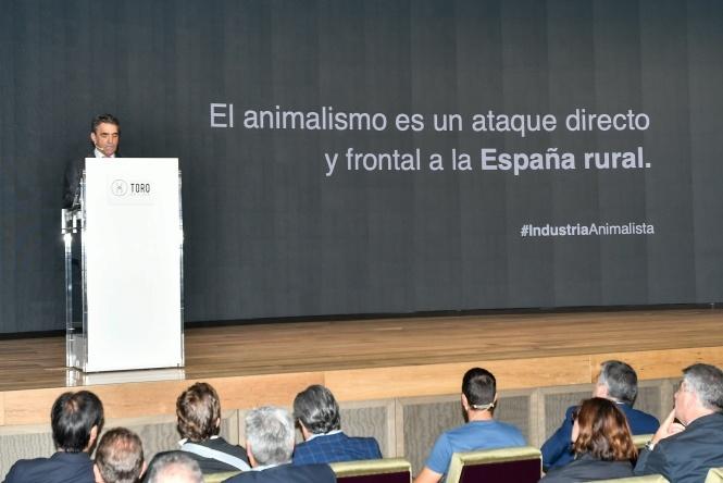 El mundo rural planta cara a la industria animalista