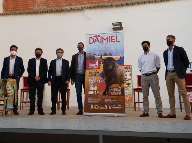 Escribano, Pinar y Román con 'victorinos' en Daimiel