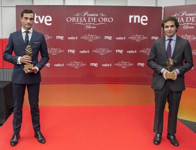 Ureña y Santiago Domecq recogen los premios de RNE