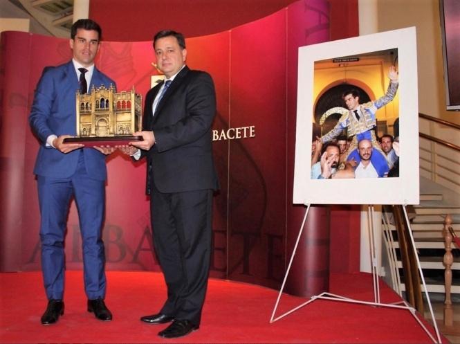 Rubén Pinar recoge el Trofeo 'Dámaso González'