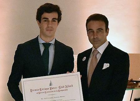Tomás Rufo recibe el galardón del Club Allard