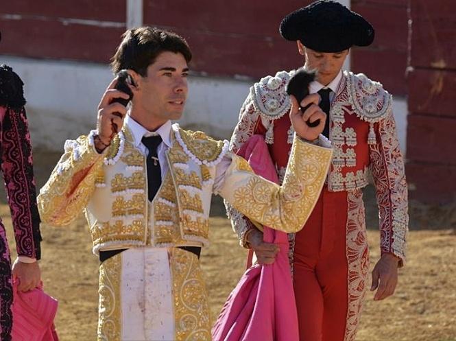 Mario Sotos triunfa en el día de su alternativa